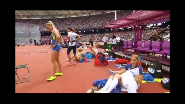 Fotos y video: Atleta se quita la bombacha frente a cámara de TV