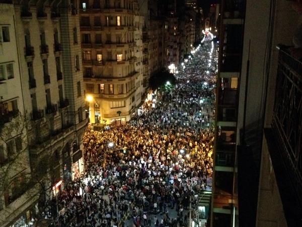 Miles de argentinos manifiestan en contra del Gobierno