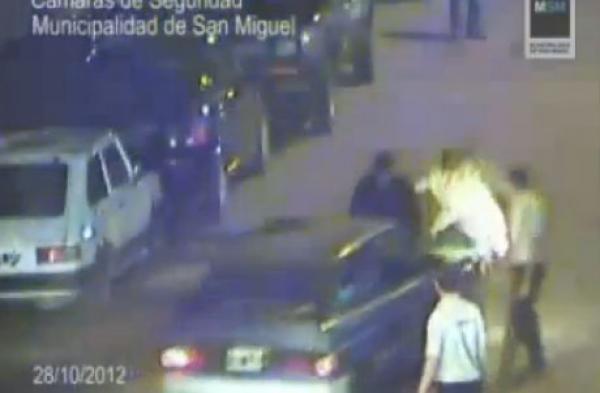 Video: Atropella a un policía para evitar el control de alcoholemia