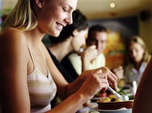 Las ventajas de sentarse a comer tranquilo