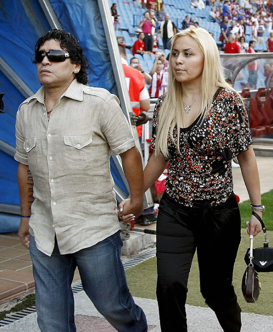 Diego Maradona se separó de su novia por pedido de sus hijas