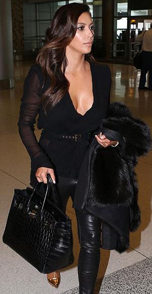 Fotos: Así viste Kim Kardashian para viajar en avión