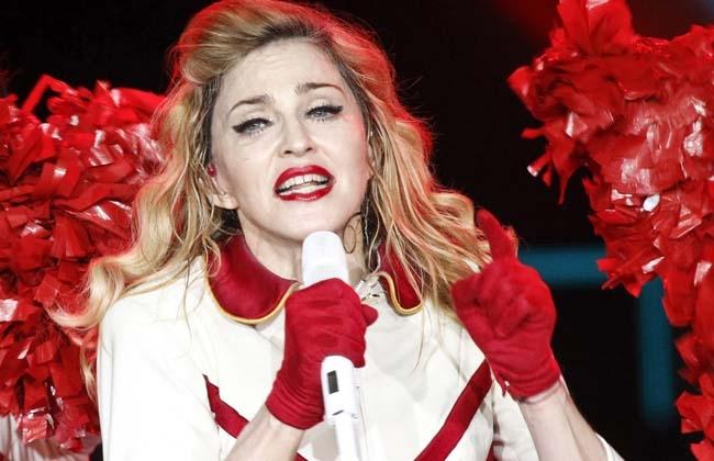 Abuchean a Madonna por apoyar a Barack Obama