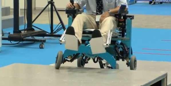 Video: Crean silla de ruedas con piernas que superan obstáculos