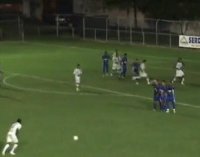 Video: El peor tiro libre de la historia del fútbol