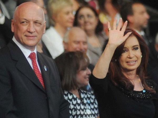 Tras el escándalo, Crisitna Kirchner y Antonio Bonfatti juntos en un acto