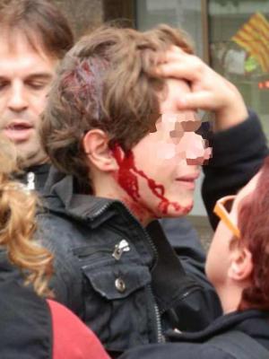 Video: Policías españoles dan feroz golpiza a un niño de 13 años