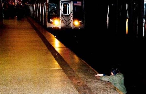 Polémica foto: Murió arrollado por el metro