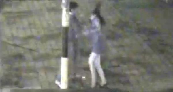 Video indignante: Joven golpea a su novia en la calle