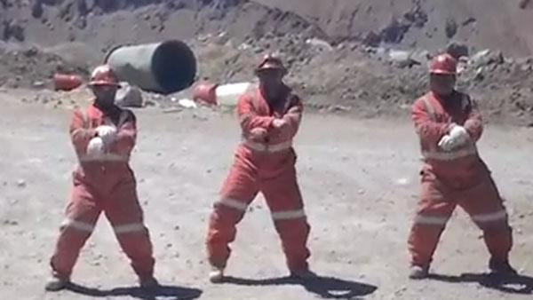 Video: los mineros chilenos baila el Gangnam Style