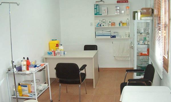 Médico intimaba con la enfermera mientras los pacientes esperaban