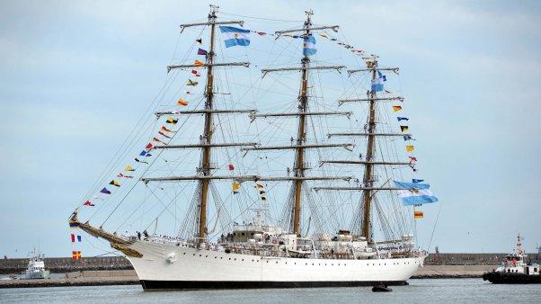 La Fragata Libertad llegó al puerto de Buenos Aires