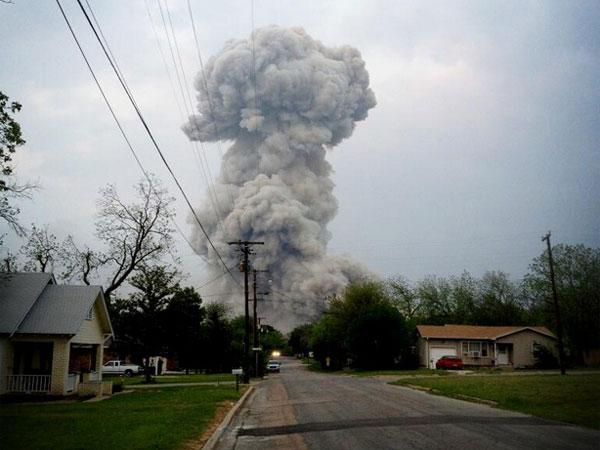 Explosión en planta de fertilizantes de Texas deja 15 muertos - Videos