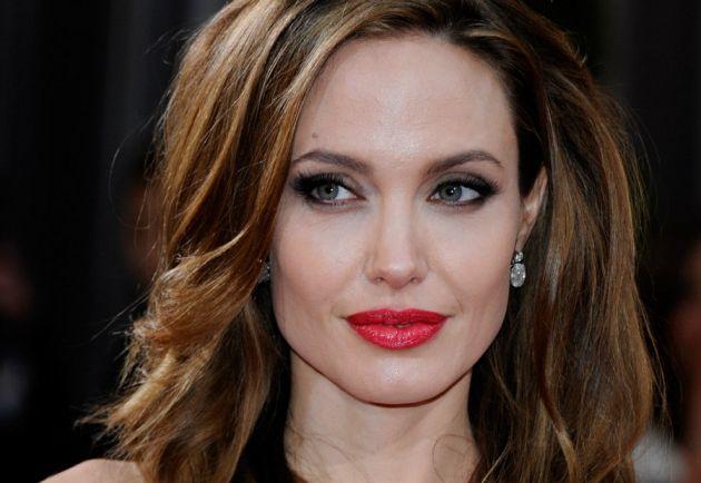 Angelina Jolie se somete a doble mastectomía