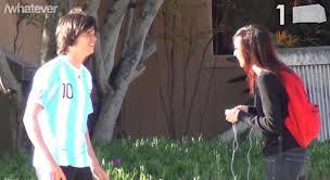 Video: Imita a Lionel Messi para conseguir novia