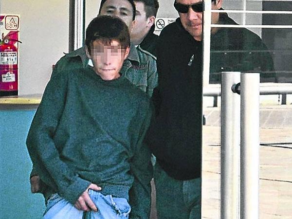 Detienen a adolescente que mató a hachazos a jubilados