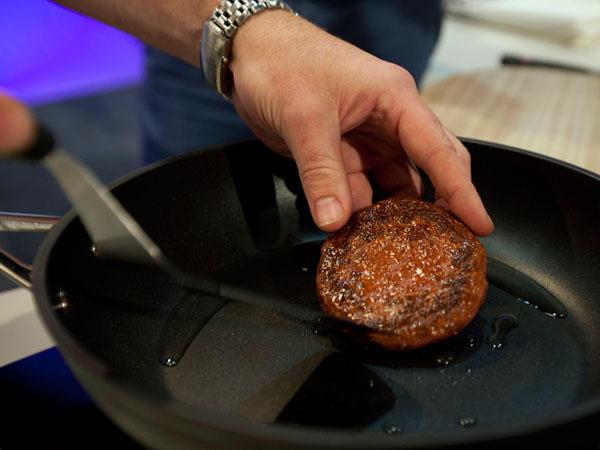 Crean la primera hamburguesa artificial